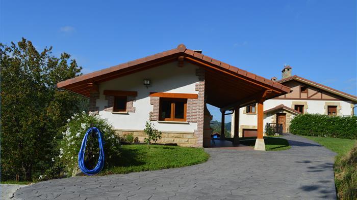 Fachada casa rural  Azketa-Errota en Gipuzkoa
