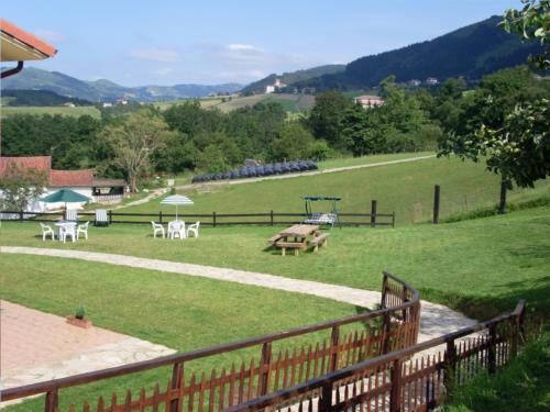 jardin casa rural Azketa-Errota en Gipuzkoa