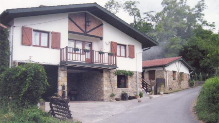 fachada casa rural Barturen en Bizkaia