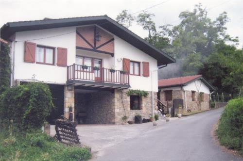 facade country house barturen in Bizkaia