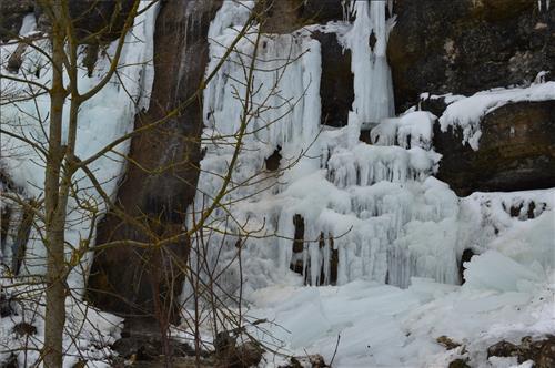Cascada helada en inmediaciones casa rural Legaire Etxea - 3