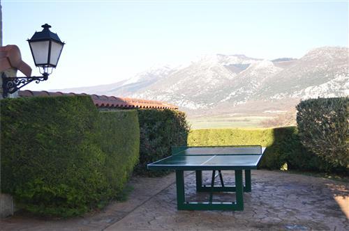 Mesa ping-pong en el jardín de la casa rural Legaire Etxea