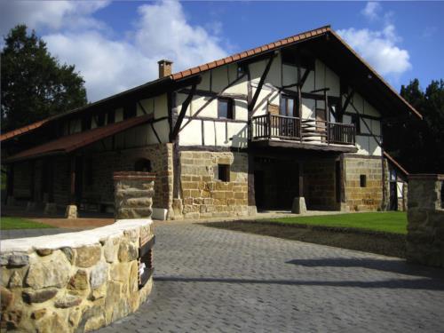 Fachada 2 casa rural Pagaigoikoa en Bizkaia