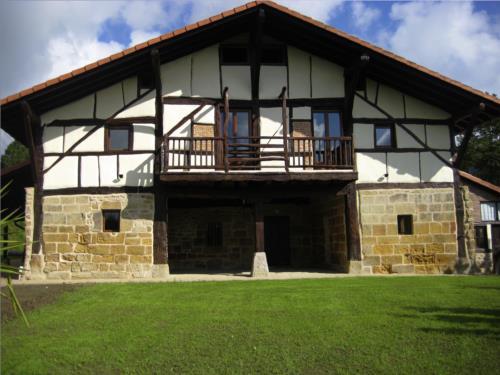 Fachada 1 casa rural Pagaigoikoa en Bizkaia