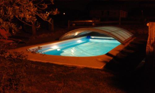 piscina 1 casa rural Eguzkilore en Bizkaia