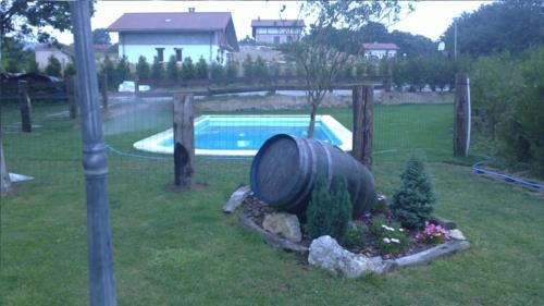 piscina casa rural Eguzkilore en Bizkaia