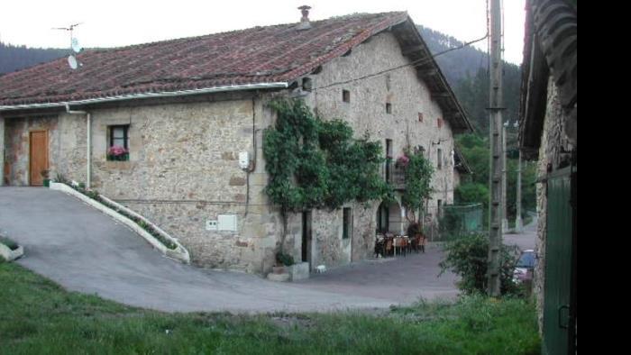 fachada agroturismo berriolope en Vizcaya