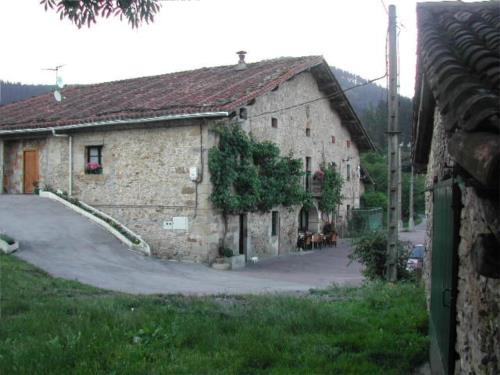fachada 2 agroturismo berriolope en Vizcaya
