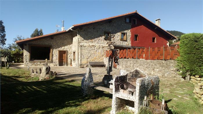 fachada casa rural satzu en Bizkaia