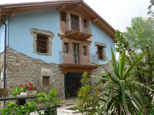 Fachada 1 casa rural Arrizurieta en Bizkaia