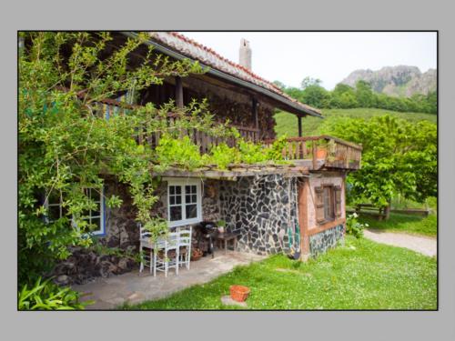 facade farm house momotegi in Gipuzkoa