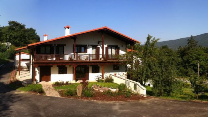 Fachada casa rural Ontxoenea en Gipuzkoa