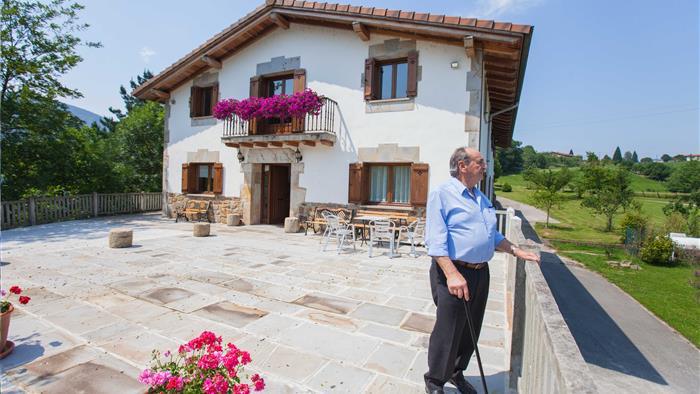 Fachada casa rural Arregi 2 en gipuzkoa