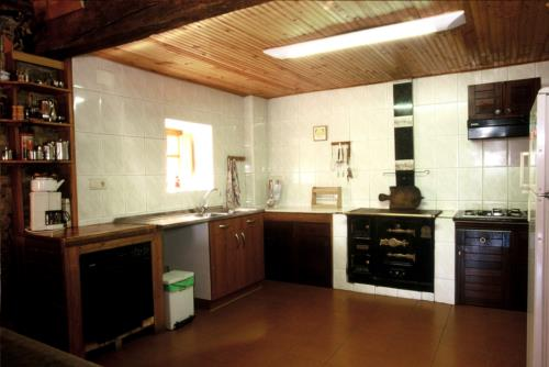 kitchen farm house la toba in Bizkaia