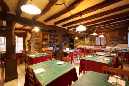 dining room 2 farm house guzurtegi in Alava