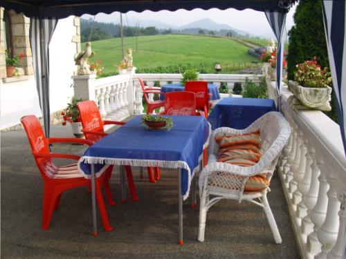 terraza agroturismo pagoederraga en gipuzkoa