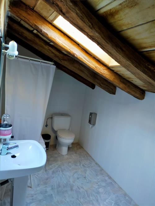 Baño de una habitacion agroturismo Saskarate en Guipuzcoa