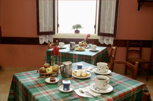 dining room farm house alustiza in Gipuzkoa