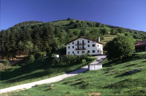 facade farm house alustiza in Gipuzkoa