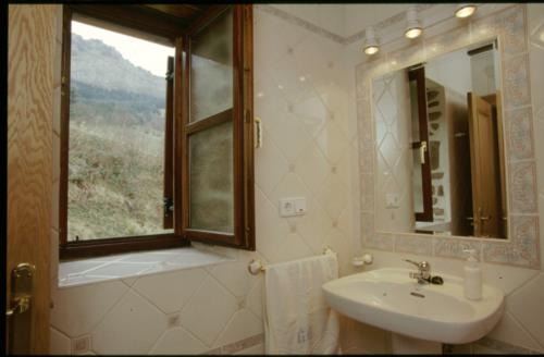 bathroom farm house caserío muru in Alava