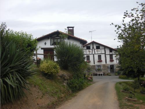 facade farm house ugarte in Gipuzkoa