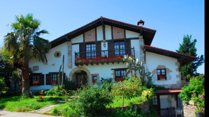 fachada casa rural iketxe en gipuzkoa