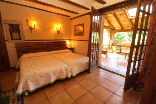 habitación doble casa rural iketxe en gipuzkoa