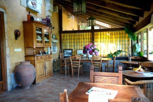 sala casa rural iketxe en gipuzkoa