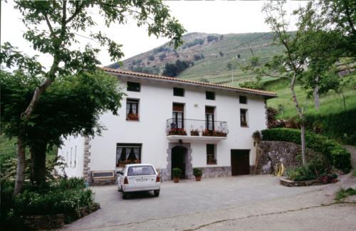 facade farm house arrasketa in Gipuzkoa