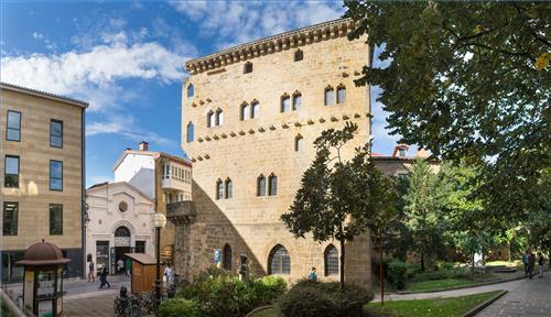Zarauzko alde zaharreko Torre Luzea eraikina